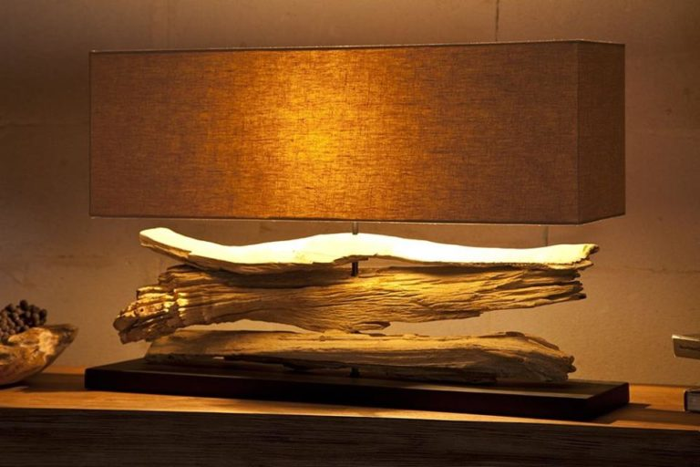 Lampe en bois flottant