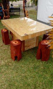 Table basse en palettes et tabourets