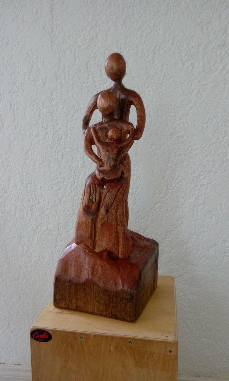 Noces de bois: une jolie sculpture personnalisée