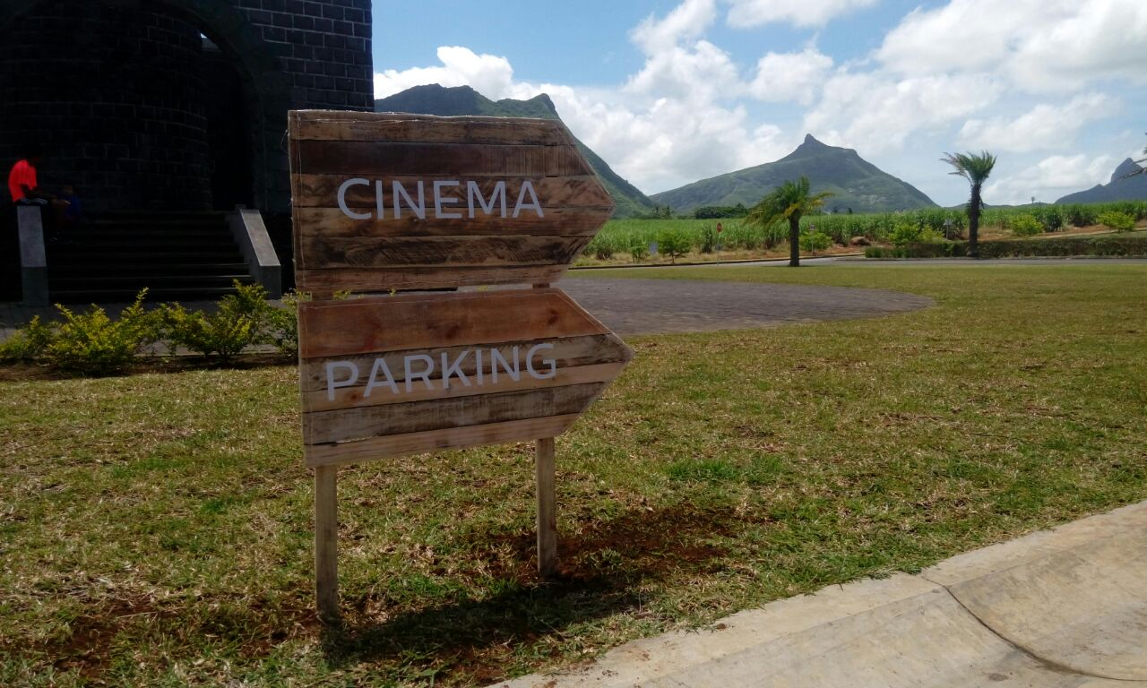 Signalétiques pour le cinéma en plein air de Moka
